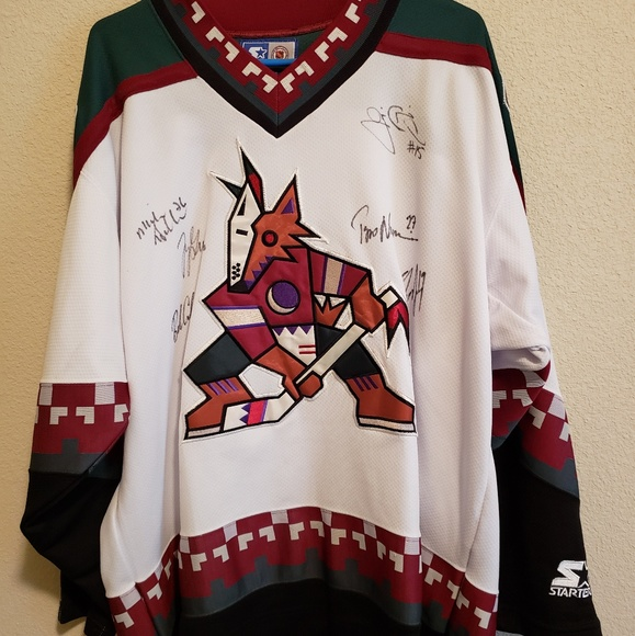 the latest a4341 0245f Retro Autographed Phoenix Coyotes Jersey